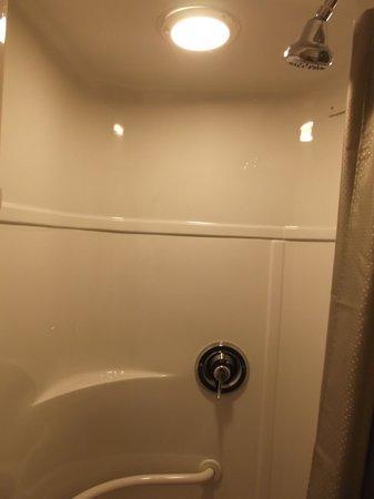 Motel 6 Ventura Beach: New shower / Room 215.