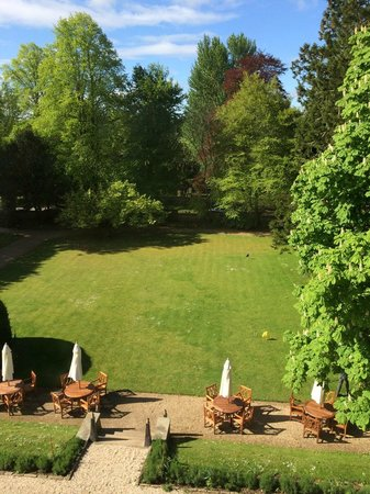 The Slaughters Manor House: View of the front lawn from our bedroom