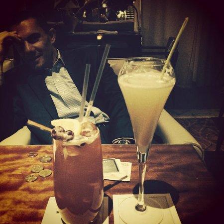 Le Royal Monceau-Raffles Paris : Singapore Sling and a Lime champagne cocktail