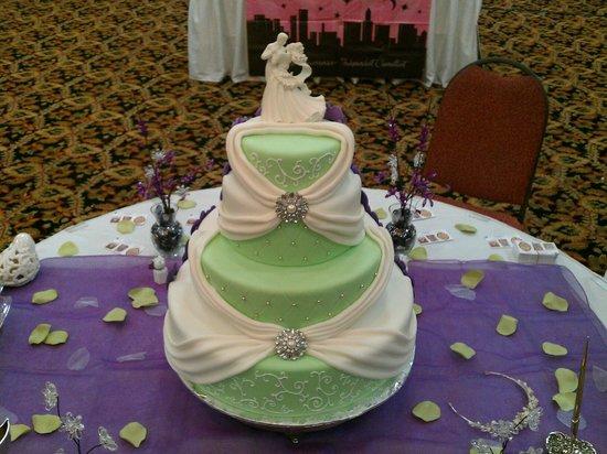 Cake Turners Sweet Shoppe: Wedding cake