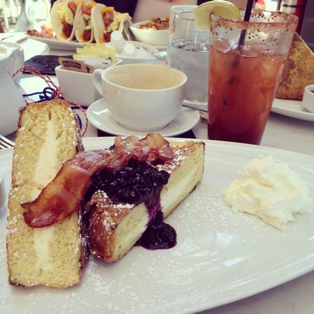 Harpers Landing Grill Hub Restaurant: Cheesecake Stuffed French Toast