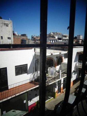 Catedral Vallarta Boutique Hotel: ventanal a la calle