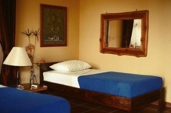 Surf Bikini Retreat : Rooms