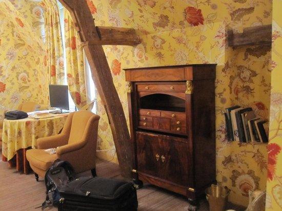 Chateau de la Bourdaisiere : room
