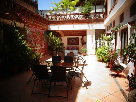 Catedral Vallarta Boutique Hotel: patio planta baja