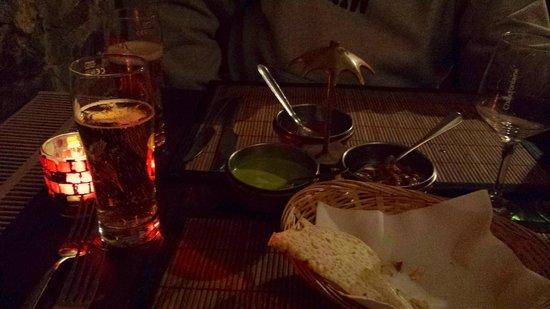 Ashok's Indian Restaurant: Papadum