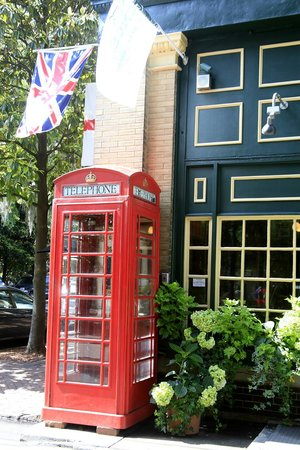 Old Town Trolley Tours of Savannah : Phone Booth at Six Pence Pub