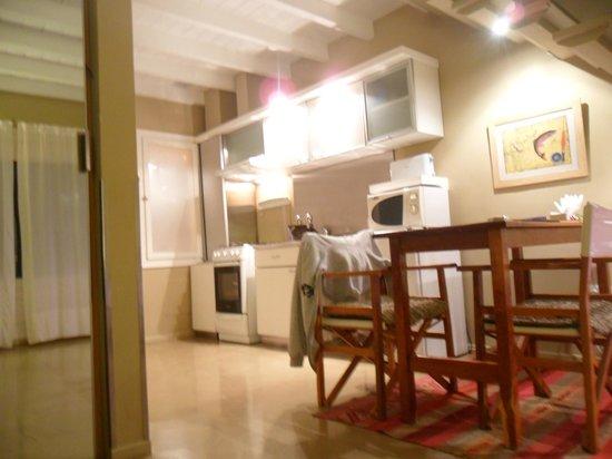 Los Ponchos Apart Boutique : planta baja, cocina y comedor