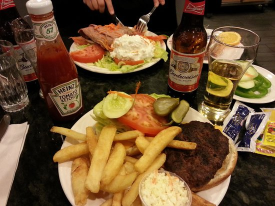 Park Cafe : Cheese burger deluxe & Roastbeef with cottage cheese