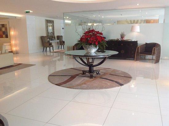 Hotel Presidente Luanda: Átrio de acesso ao restaurante e bar