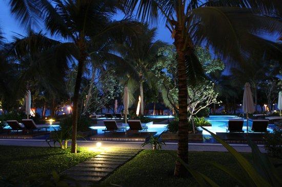 Vinpearl Da Nang Resort & Villas : Pool outside our room.