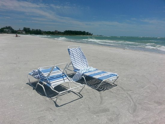 Resort at Longboat Key Club: 1970 beach chairs