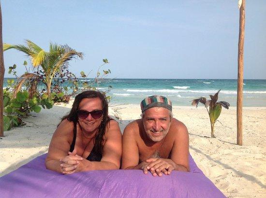 Almaplena Eco Resort & Beach Club: Relajándonos frente al mar
