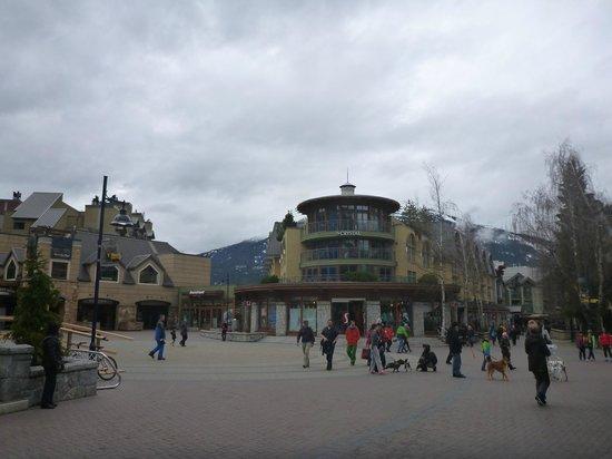 Crystal Lodge Hotel: Vista da Whistler Village