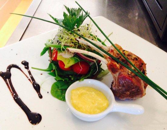 Le Citronnier : New Zealand lamb rack with ginger and lemon confit
