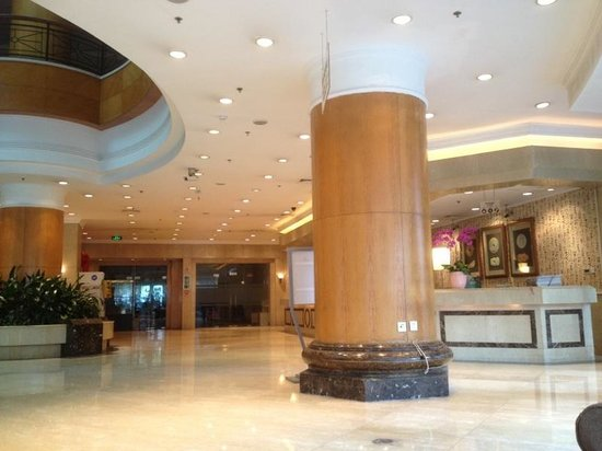Holiday Inn Shanghai Downtown : Waiting to Check in