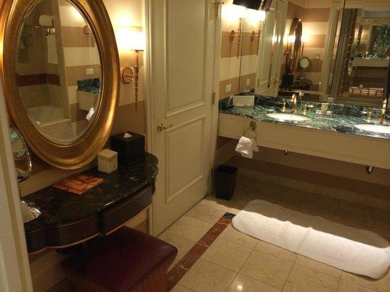 Venetian Resort Hotel Casino : Bathroom