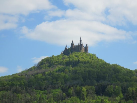 Burg Hohenzollern: Approaching the castle