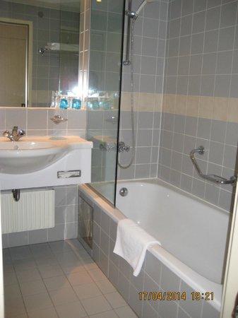 The Aquincum Hotel Budapest: Baño