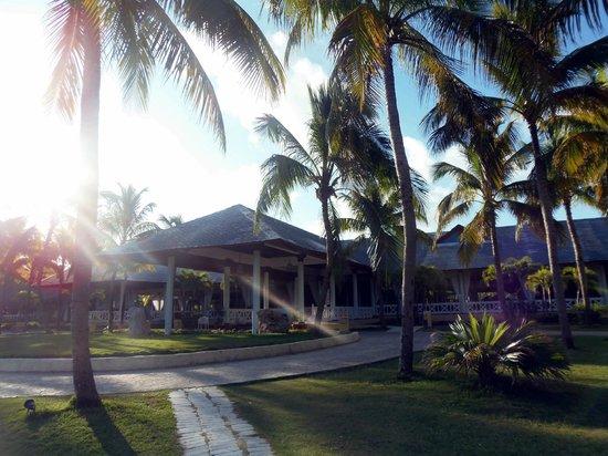 Paradisus Varadero Resort & Spa: Vista del lobby desde la playa