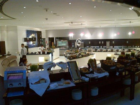 Fairmont Dubai: The breakfast restaurant