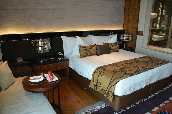 Crowne Plaza New Delhi Rohini: King size bed
