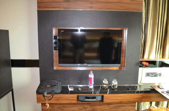 Crowne Plaza New Delhi Rohini: Flat screen TV