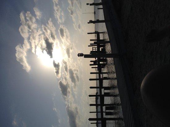 Sunset Cove Beach Resort : Pier