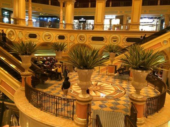 Wynn Macau: Escadas para o Cassino