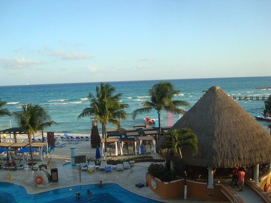 Gran Porto Resort: Ocean front balcony view directly above the bar, breathtaking!