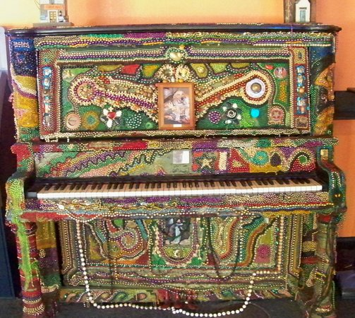 Ugly Dog - This piano greets you.