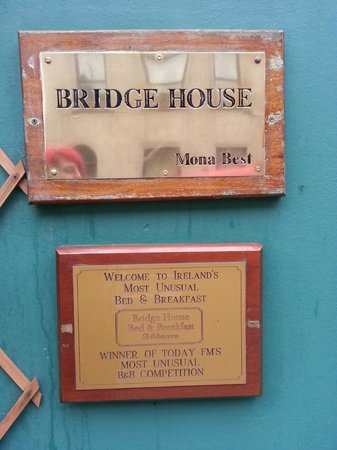 Bridge House: Outside the BnB