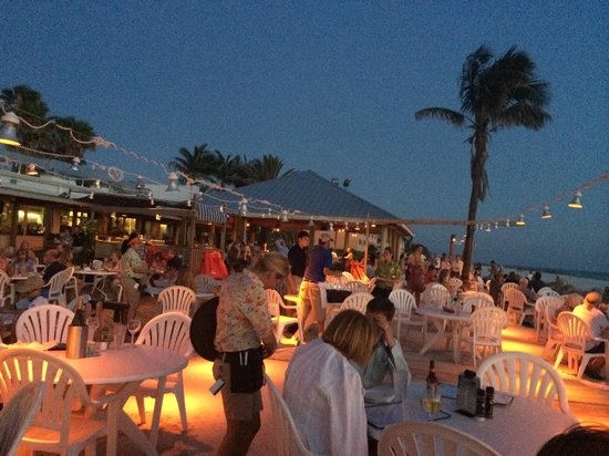 Beach House Restaurant: Lovely after sunset atmosphere
