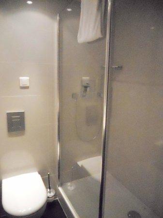 Mercure Paris Place d'Italie: belle salle de bain ...