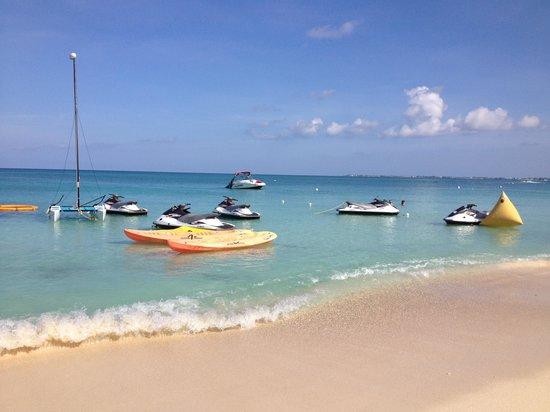 Grand Cayman Marriott Beach Resort : Marriott beach area