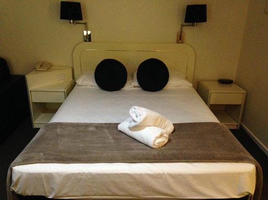 Best Western Ballina Island Motor Inn: king sized bed