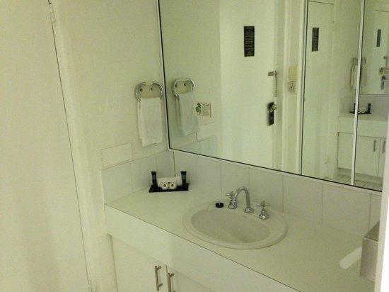 Best Western Ballina Island Motor Inn: sink vanity in the entry way
