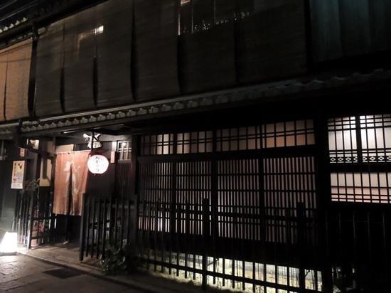 Gion Yata: 外観
