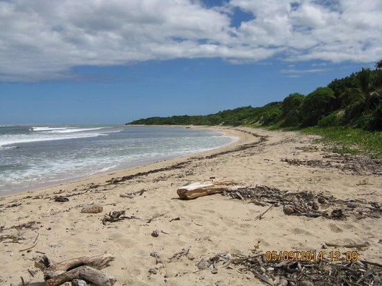 Natadola Beach : looking north on the beach
