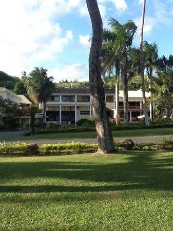 Bedarra Beach Inn: Front of Bedarra from Beach