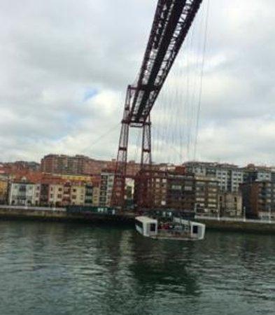 Puente Bizkaia : 移動橋、稼働中