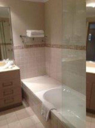 Mercure Kooindah Waters Central Coast : Bathroom