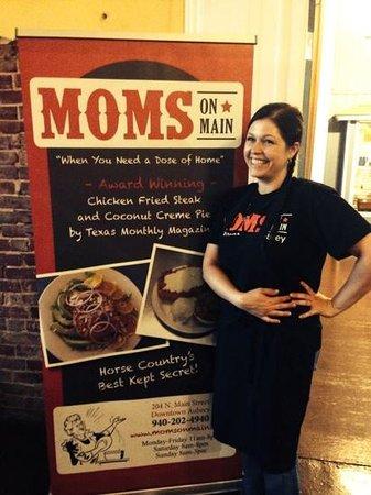 World Famous MOMS: MOMS On Mainin Aubrey, Texas is a hidden jem, wow simply Delicious!