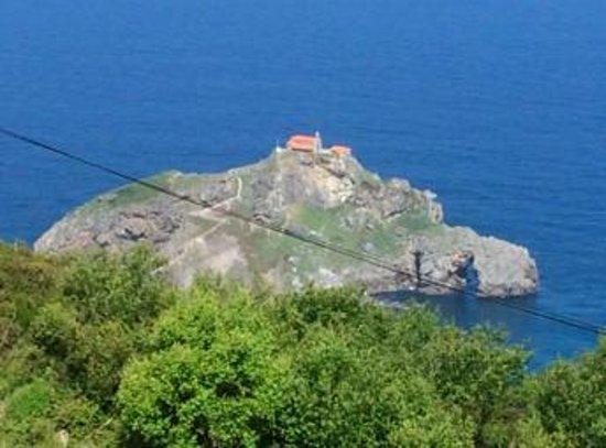 San Juan de Gaztelugatxe: 頂上に教会があります