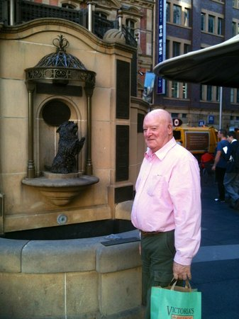 Queen Victoria Building (QVB) : Brian with the talking dog -
