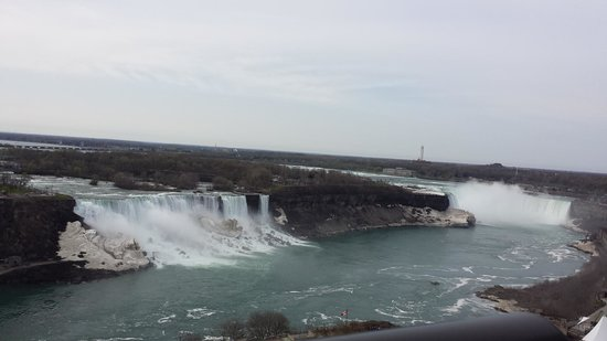 Niagara Falls : View of the falls from our hotel room
