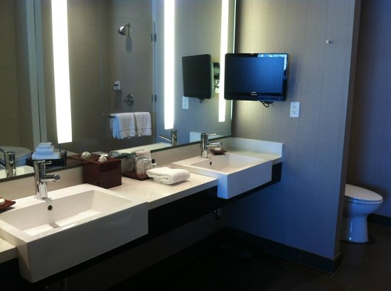 Vdara Hotel & Spa: Vdara Penthouse Bathroom