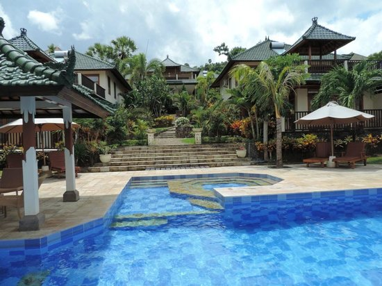 Puri Wirata Dive Resort and Spa Amed: second pool