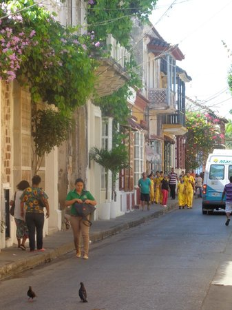 Hotel San Roque : Calle colorida del barrio Getsemani