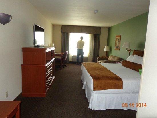 Wood River Inn & Suites : Large room